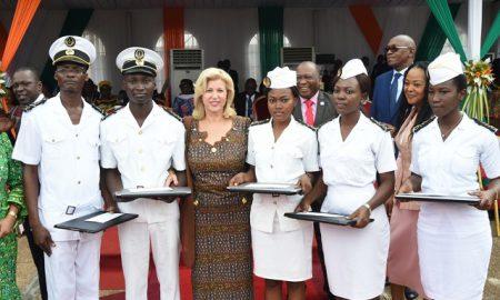 Madame Dominique Ouattara a primé les meilleurs élèves de l'ARSTM lors des festivités des 30 ans de cette école.