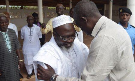 L'Imam principal de la grande mosquée de la paix Yamoussoukro Seydou Sylla reçoit ici le gouverneur Augustin Thiam