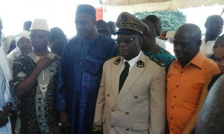 au centre, M. Kamenan Kré Etienne, secrétaire général 1 de la préfecture de Bondoukou