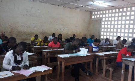Les candidats aux concours administratifs 2017 en pleine composition dans le centre du lycée moderne d'Abengourou