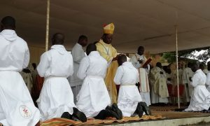 Abengourou - église catholique - messe - religion - ordination - diacre