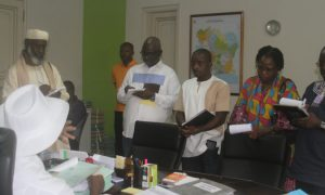 La délégation de la POECI au siège de la CEI