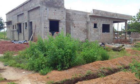 Un poste de police d'immigration est en construction depuis mai à Kodjenou, localité ivoirienne faisant frontière avec le Burkina-faso.