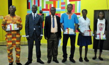 Les lauréats du concours d'orthographe, organisé à l'intention des élèves des premiers et seconds cycles des lycées et collèges de San Pedro