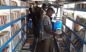 Bouna - bibliobus - Children of Africa - éducation