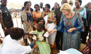 Dominique Ouattara - Children of Africa - vaccination