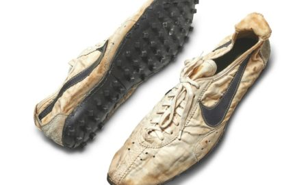 nike-moon-shoes-insolite-473-mille-dollars