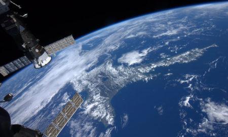 insolite-terre-planète-satellite-astéroïde