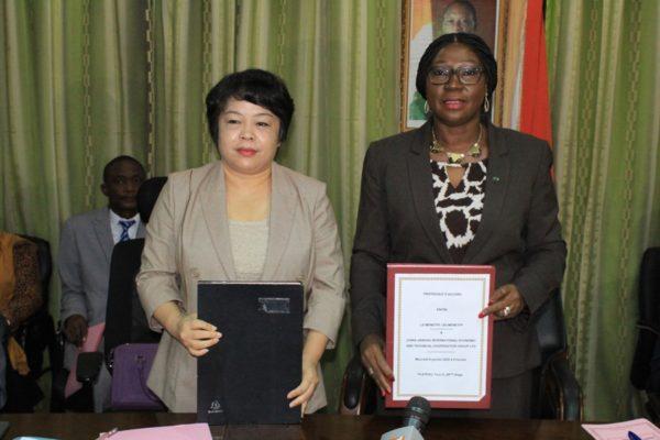 kandia-camara-éducation-nationale-lycée-dexcellence-ivoirien-signature-de-la-convention-chine-côte-divoire