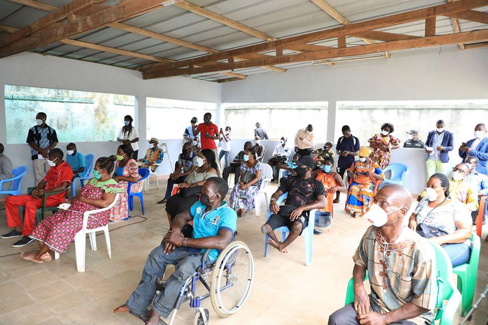 les personnes handicapées reçoivent des kits hygiéniques et des vivres