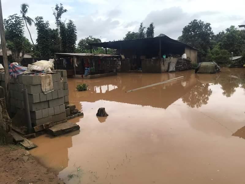 Au moins cinq morts et une personne disparue à Abidjan après une pluie torrentielle