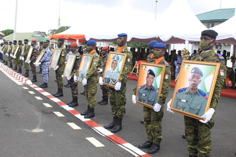 Les 14 soldats ivoiriens tués dans une attaque terroriste décorés à titre posthume
