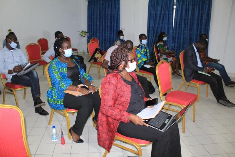 Sensibilisation à Abidjan sur les droits des filles en matière de santé sexuelle pendant la Covid-19