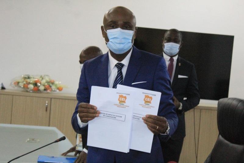 Le candidat indépendant Bessi Benjamin dépose sa candidature pour la présidentielle ivoirienne