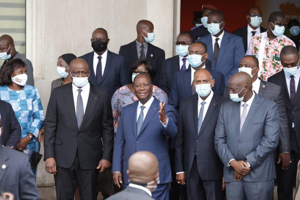 Ouattara dépose sa candidature pour la présidentielle et promet de «se soumettre au verdict»