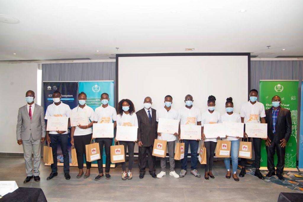 Huawei décerne en Côte d'Ivoire des certificats aux lauréats