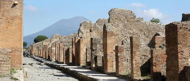 Une Canadienne restitue des objets « maudits » volés à Pompéi
