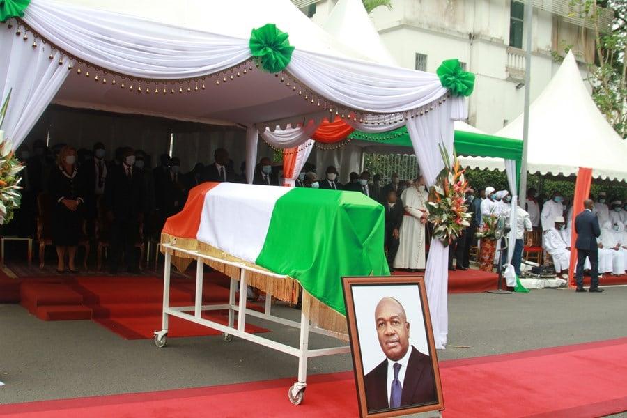 hommage à feu Sidiki Diakité, ministre de l'Administration et du territoire, en présence de Ouattara