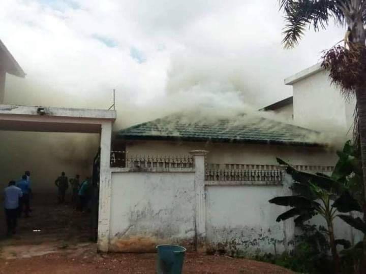 la résidence de Affi, candidat à la présidentielle, incendiée à Bongouanou