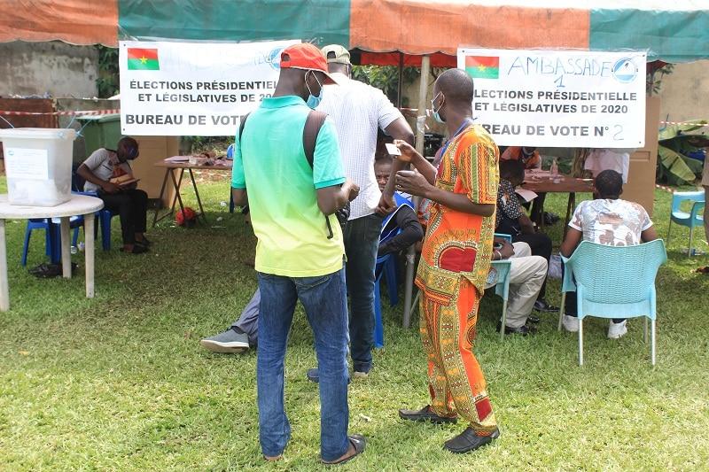 Présidentielle et législatives 5000 burkinabé votent dans le calme en Côte d'Ivoire