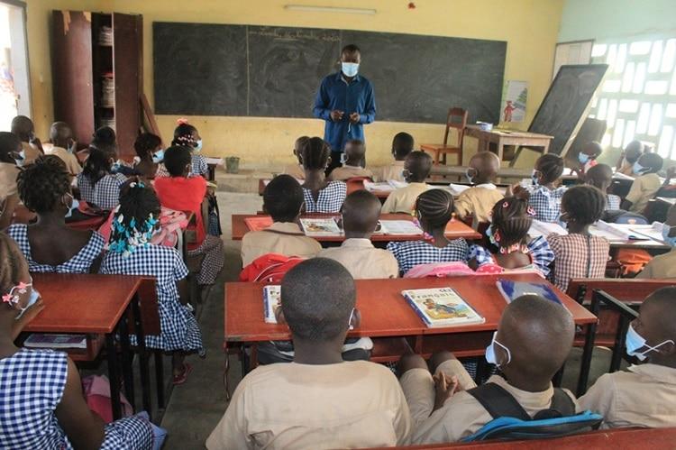 Reprise des cours dans les écoles ivoiriennes après près d'un mois de congé
