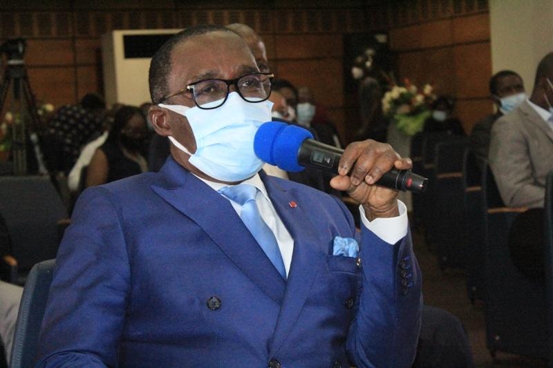 le ministre Eugène Aka Aouélé