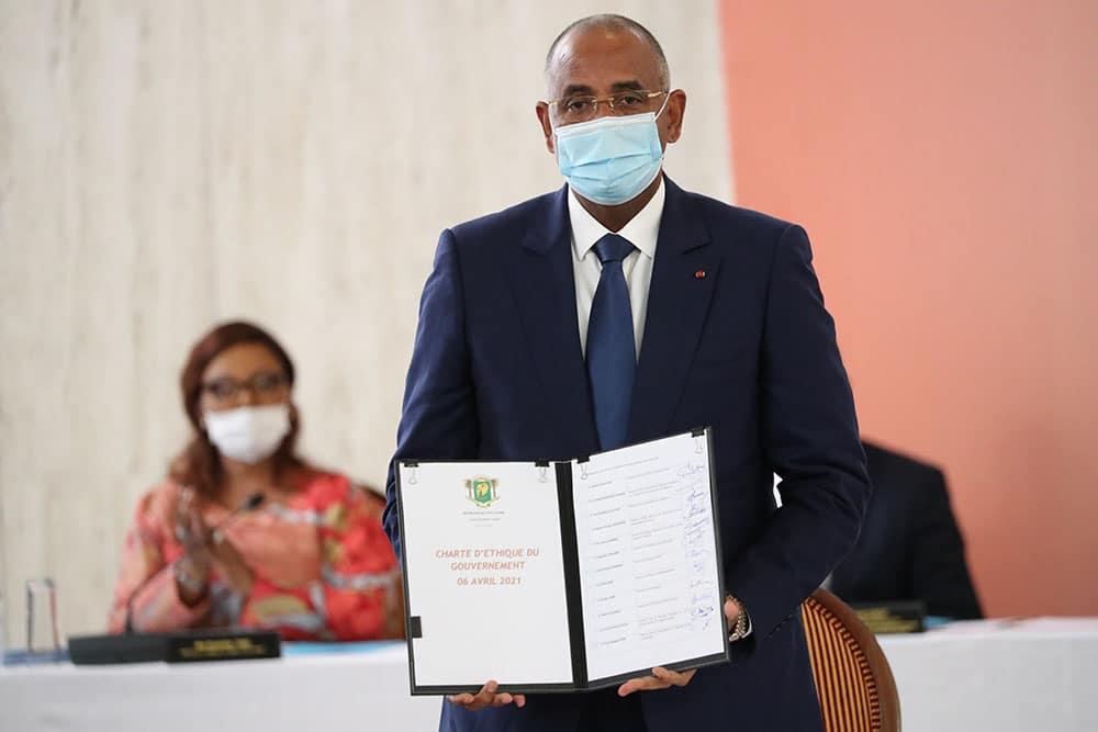 Les membres du gouvernement ivoirien signent une Charte d'éthique