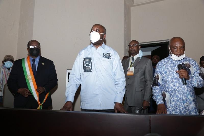 Gbagbo se recueille sur la tombe de sa mère à Blouzon dans le Centre-ouest ivoirien