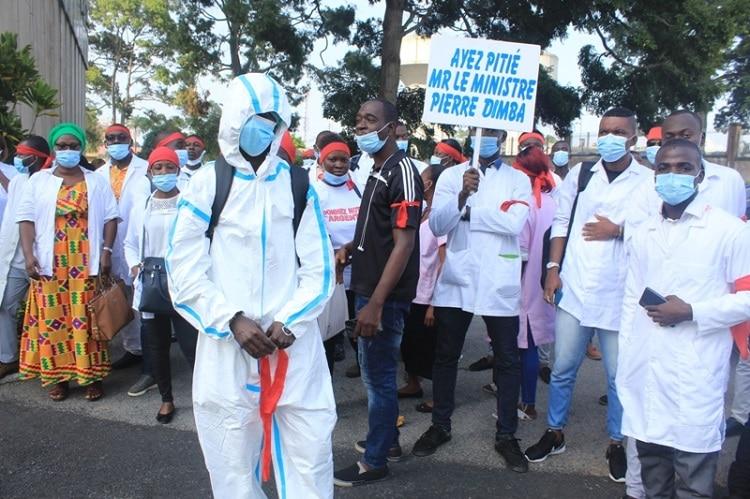 sit-in d'agents de la santé à Abidjan pour réclamer 14 mois de primes impayées