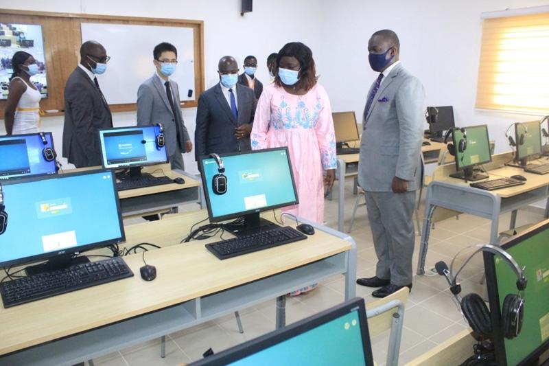 une salle multimédia inaugurée au Lycée classique d'Abidjan