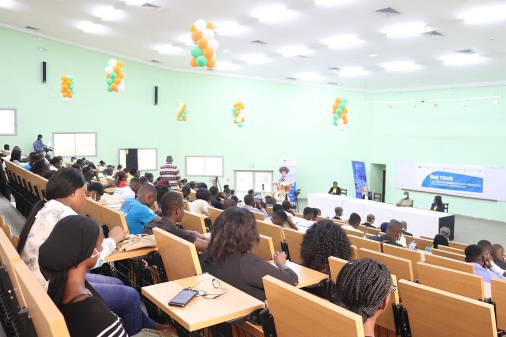 Education aux médias lancement à Abidjan de EMI Tour