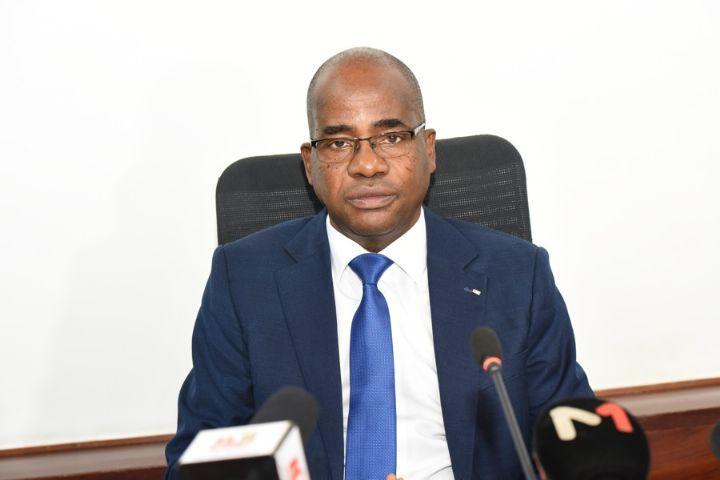 le directeur général adjoint de la Compagnie ivoirienne d'électricité (CIE), en charge de la distribution et de la commercialisation, M. Mathias Kouassi
